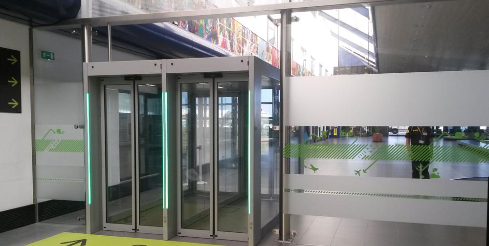 pasillo antirretorno manusa aeropuerto airport non return hall