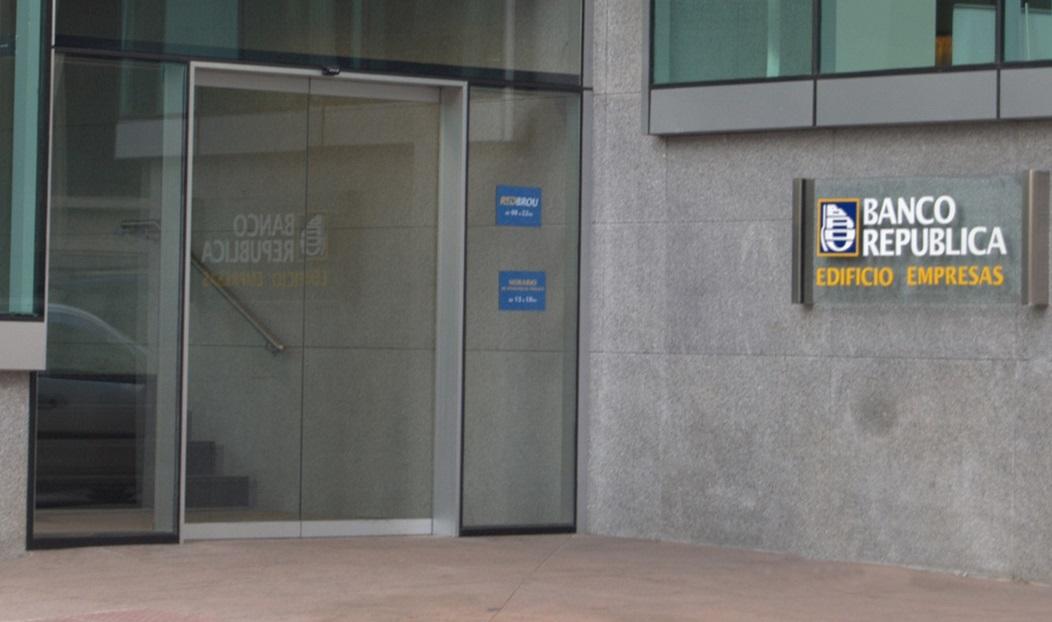 oficinas bancarias manusa sector banca oficina bancaria puertas automaticas automatic door office bank control