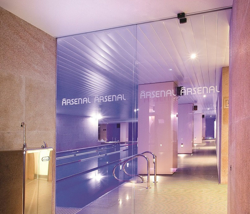puertas automaticas gym gimnasio arsenal madrid proyecto emblematico retail automatic doors
