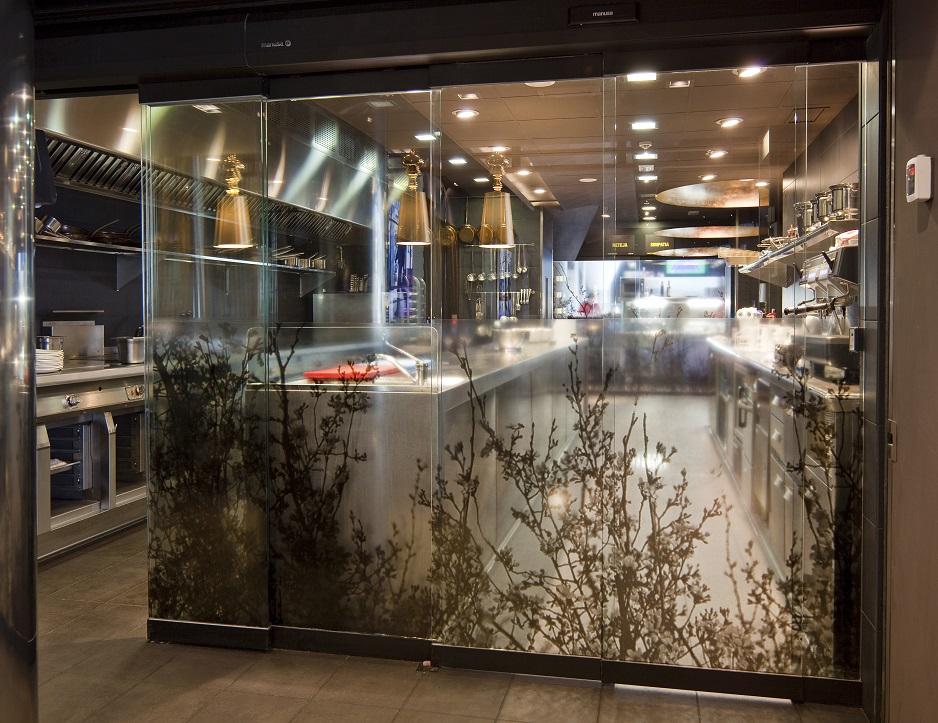 restaurante automatic door puerta automatica restaurant hoja vinilo cocina kitchen