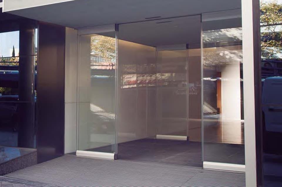 materiales puertas automaticas automatic door material metal aluminio hierro vidrio plastico