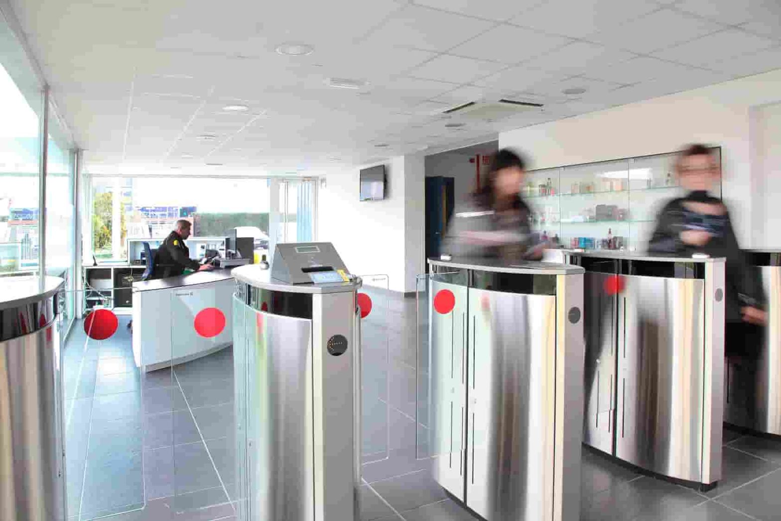 control acceso automatico empleados empresa oficina horario manusa automatic