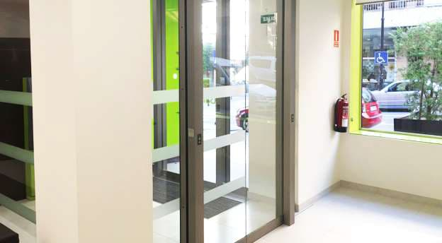 puerta automatica sistema esclusa sucursal oficina